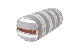 Nordic striped cotton bolster i farven Mud fra Cozy Living